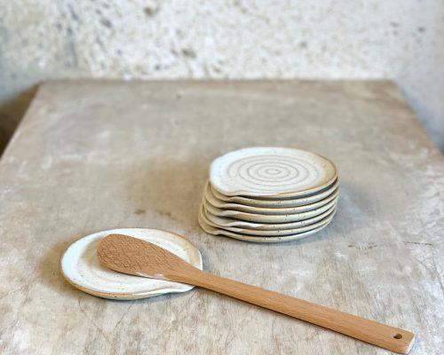 Handmade spoon rest – Ceramic spoon rest – Handmade kitchen utensil – White spoon rest – Pottery spoon rest